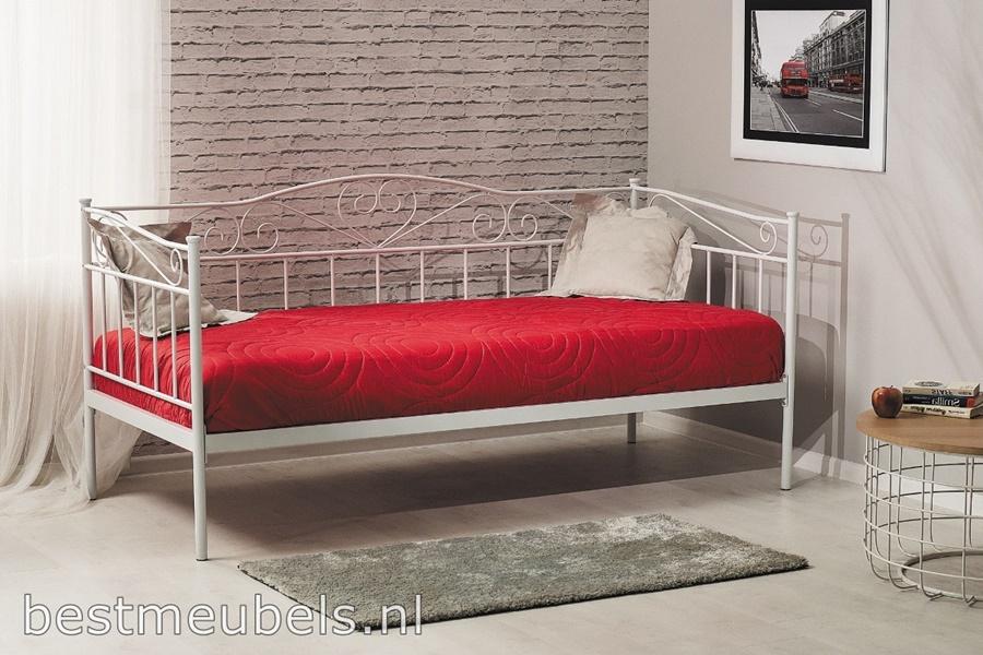 metalen bed, slaapbank, slaapkamer