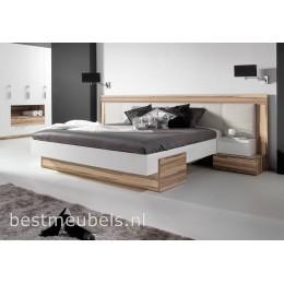 METRO Bed met nachtkastjes .